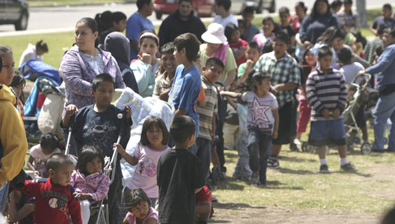 Hispanic moms line up with kids in Ventura County for free-to-them school chow, with no tiresome cooking required. (For details, see California Free Food Gets Many Takers).