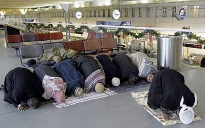 Imams pray at airport