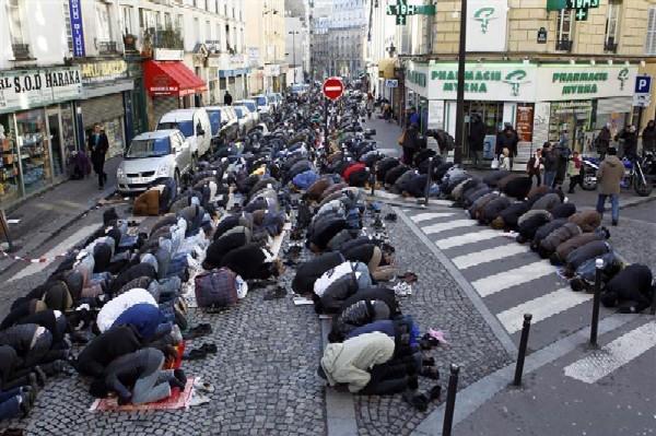 ParisMuslimStreetPrayers