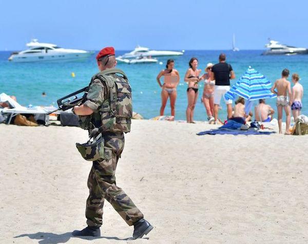 FranceArmedPoliceGuardStTropez